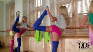 Lesbian leg games at the gym